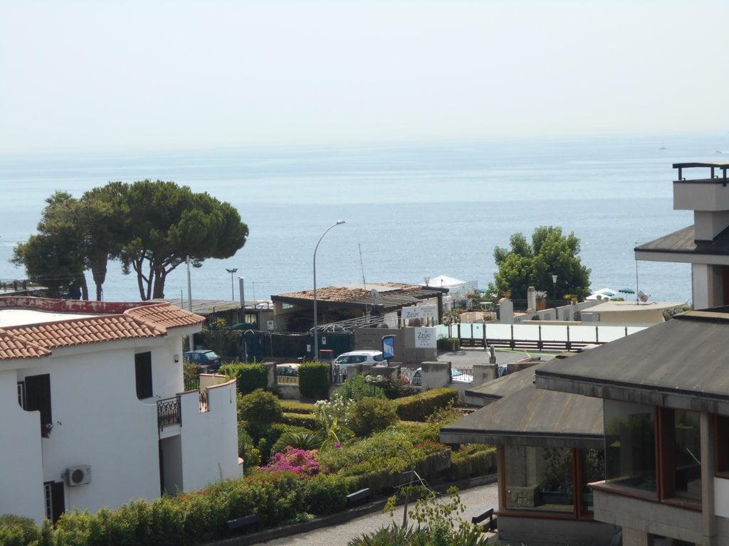Scogliera-Baia Verde fronte mare 6 vani  garage e terrazza