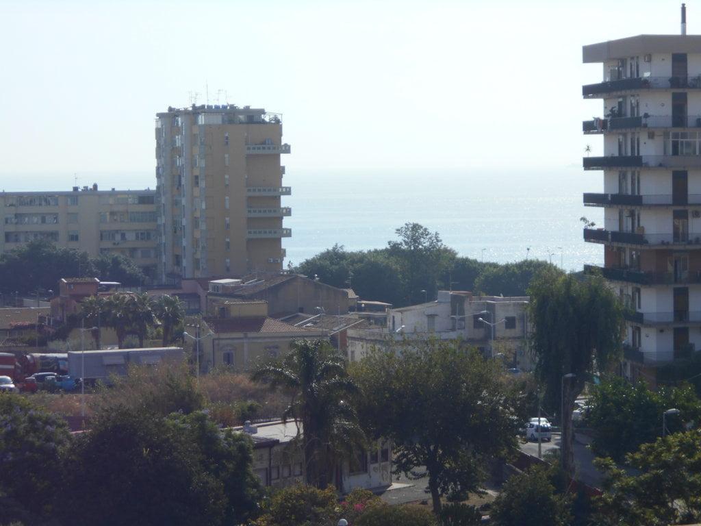 Luminoso panoramico tre vani Lungomare - Via Messina